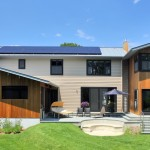 Modern_Home_With_Solar_Panels